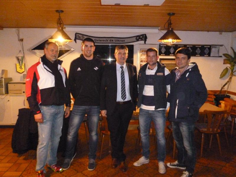 von links nach rechts: Patric Schmidt (1. Vorsitzender), Markus Woll (Trainer), Lutz Maurer (früherer Vorsitzender), Manuel Allard und Mike Brückerhoff (Spieler).