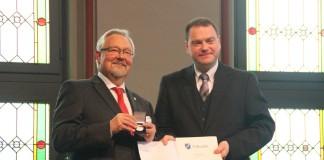 Rainer Mundanjohl und Bürgermeister Michael Adam