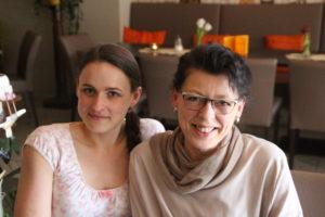 Sandra und Brigitte Herrmann: Die Familie unterstützt....