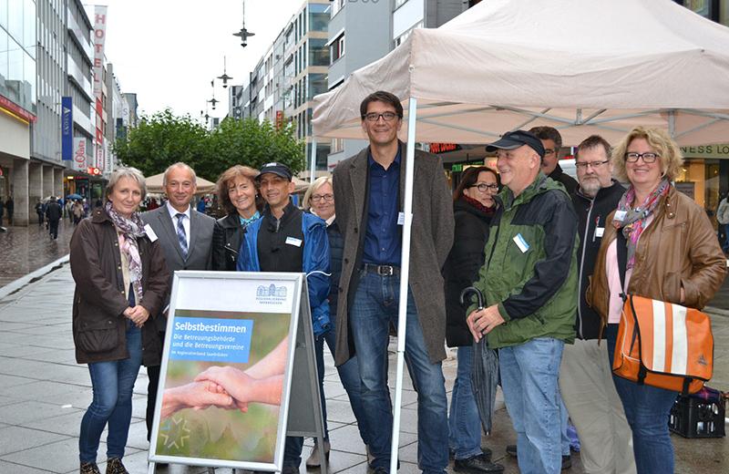 Bereits im vergangenen September fand der Infostand zum Betreuungsrecht in der Saarbrücker Bahnhofstraße großen Zuspruch, Foto: Regionalverband / Lars Weber