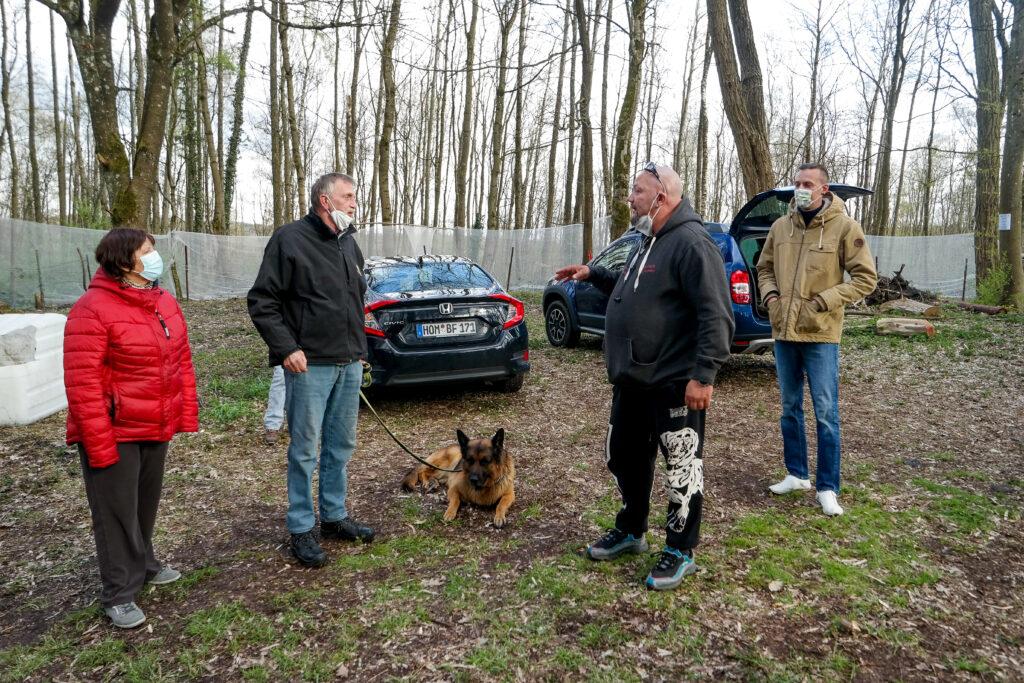 Auch Hundehalter, die das Gebiet rund um die ehemalige Ranch zum Spazieren nutzen, sind nicht glücklich mit den geplanten Airsoft-Aktivitäten.