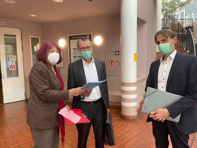 Protest wegen St. Josef: Linke übergeben Unterschriften an cts