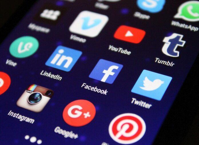 Tobias Hans erster Ministerpräsident auf LinkedIn - Social Media Briefing